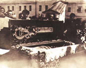A szent ereklyék feltárásának bolsevik kampánya