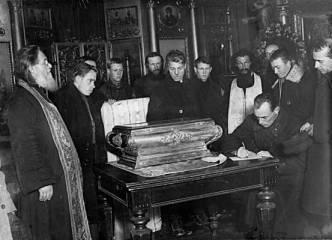 Névai Szent Sándor ereklyéinek feltárása, Petrográd