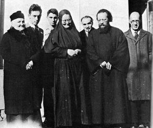 1939. Ősze, Balról: Sz. B. Pilenko, Jura Szkobcov (Mária anya fia), A. Babadzsan, Mária anya, G. P. Fedotov (egyháztörténész), Dmitrij Klepinyin atya, K. V. Mocsulszkij, Lourmel utca.