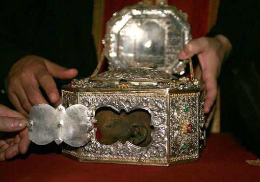 Aranyszájú Szent János fejereklyéje az áthosz-hegyi Vatopedi monostorban