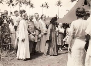 A Fülöp-szigeteki Tubabao szigetén menekülttábort szervezett a kommunista hatalomátvétel elől Kínából elmenekülő orosz emigráns nyája számára. E hívők többsége később az USA nyugati partján telepedett le. A san franciscoi orosz nyáj jelentős részét a Kínából elmenekült orosz emigránsok alkották