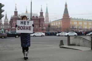 """""""Nem a háborúra"""" - Magányos tüntető Moszkvában"""